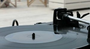 Vinile vs digitale: chi vince la guerra del mix?